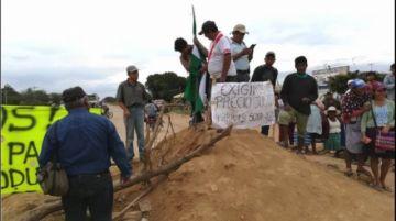 Soyeros cumplen cuarto día de bloqueo en la ruta Santa Cruz-Beni
