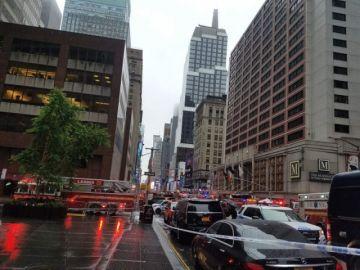 Un muerto al estrellarse un helicóptero contra un rascacielos en Nueva York