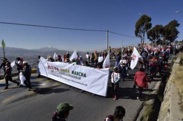 Candidatos opositores participan en marcha pidiendo renuncia de los vocales del TSE