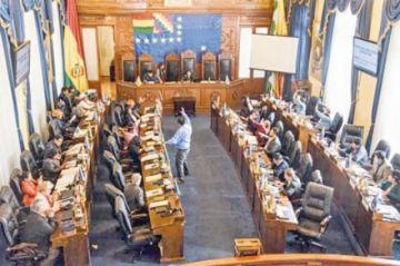 Senadores se niegan a entregar libreta militar