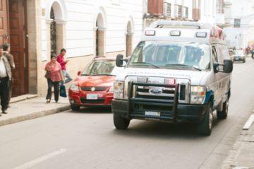 Muere motociclista al colisionar con coche