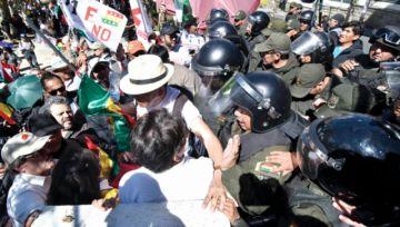 Marcha exige transparencia al TSE; Evo advierte ataque a democracia