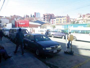 Transportistas denuncian avasallamiento de parada