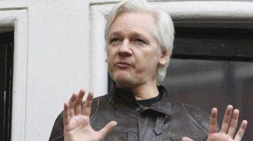 Reino Unido firma orden de extraditar a Julian Assange