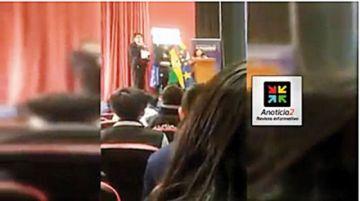 Una estudiante cuestiona a una legisladora del MAS