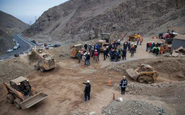 Rescatan a un minero con vida, uno fallecido y otro sigue desaparecido