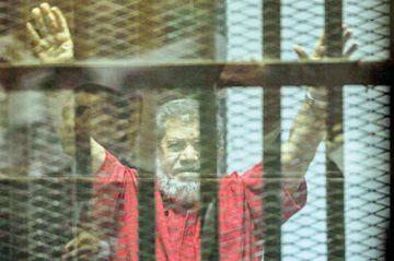Muere expresidente Muhamed Mursi al declarar en un juicio