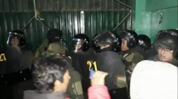 Cocaleros de Los Yungas, en vigilia, temen intervención policial o ataque de afines al MAS