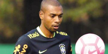 Fernandinho es duda en Brasil