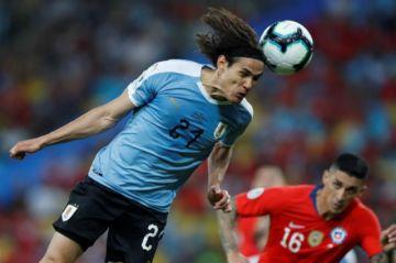 Cavani le da el triunfo y el primer lugar del Grupo a Uruguay