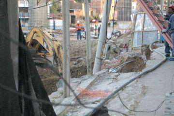 Tintamayu: Colapsa acera  y deja a familia en ascuas