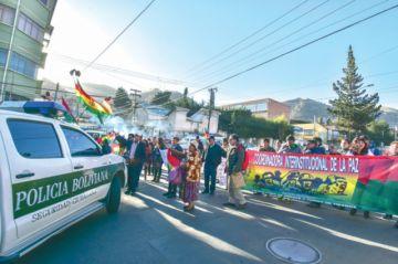 Policía busca despejar bloqueos de Adepcoca