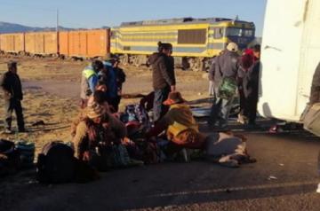 Una veintena de heridos por embestida de locomotora a un bus