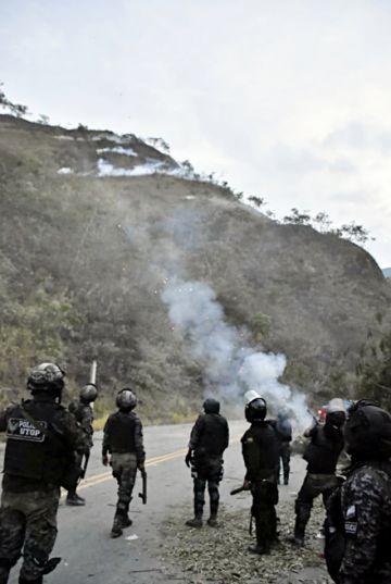 Bloqueos en los Yungas ponen en alerta a Policía