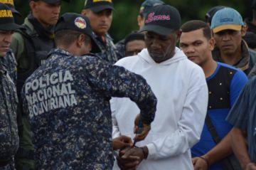 Venezuela libera a acusados de paramilitares
