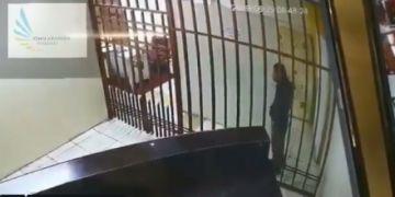 Ladrón se fuga de celda aprovechando que es tan flaco que puede pasar entre los barrotes