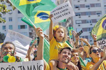 Bolsonaro lidia con la economía y un Congreso adverso