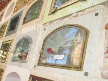 Pegan notificaciones en tumbas de más notables