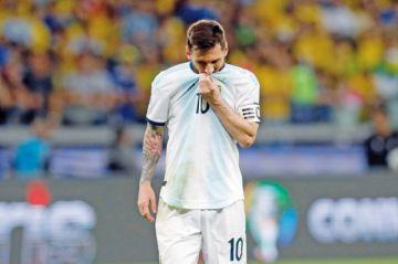 Leo Messi y la  eterna decepción  con la albiceleste