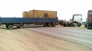 Transporte pesado bloquea en zona fronteriza con Chile