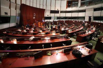China advierte daños a la economía de Hong Kong