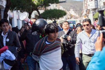 Denuncias de agresión y un afín al MAS arrestado en visita de Mesa