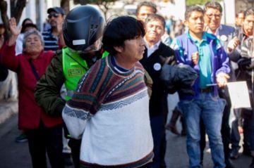 MAS denuncia agresión a simpatizante; Mesa ve guerra sucia
