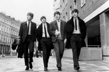 Los Beatles convertidos en fenómeno sociológico