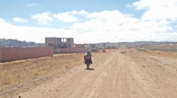 En la Villa Juana Azurduy anhelan el asfaltado de su calle principal