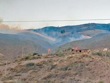 Anfaya: Incendio arrasa  diez hectáreas de cerros