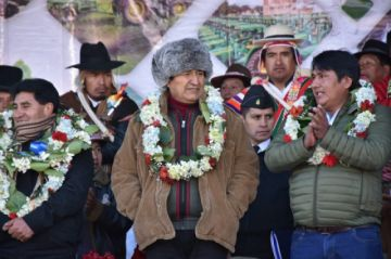 Evo Morales dice que debate como pueblo