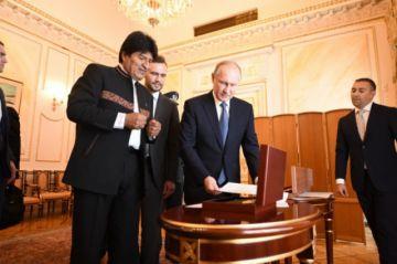 Putin le entregó a Evo una carta escrita por Antonio José de Sucre
