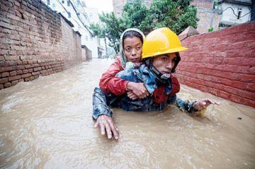 Suman 59 muertos y 30 desparecidos en Nepal e India