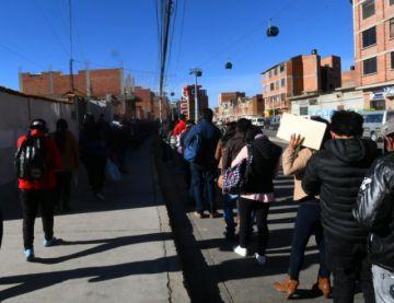 Choferes bloquean La Paz en protesta por multas de la Alcaldía
