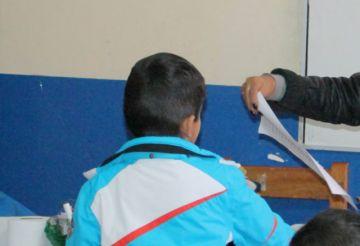 Sancionan a maestra por violencia contra alumnos