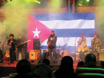 Tony Ávila encanta en concierto