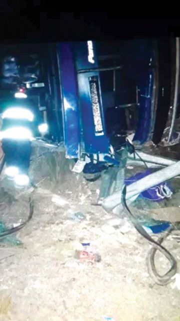 Mueren cuatro mujeres en vuelco de bus