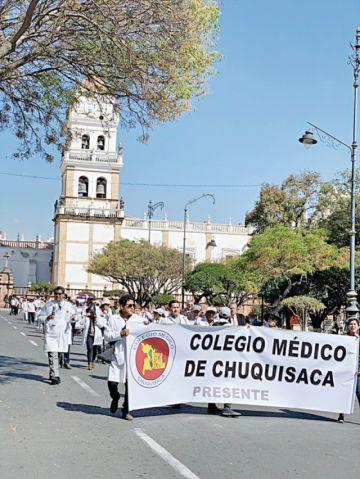 Médicos anuncian radicalizar presión