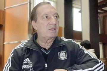 Exseleccionador Salvador Bilardo en estado crítico