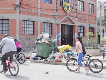 El desorden de la basura retrasa trabajo de EMAS