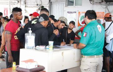 México reporta baja del 36,2 % de flujo migratorio con EEUU