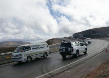 Restablecen tránsito en tramo que une Oruro con Cochabamba