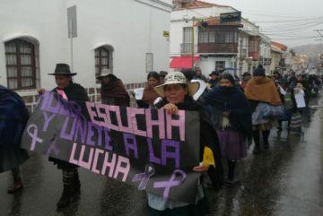 Marchan contra la violencia hacia la mujer