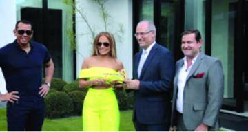 Jennifer López recibe las llaves de Miami