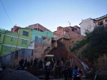 Mueren dos obreros por caída de muro
