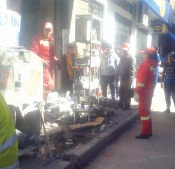 Incendio quema un taller  de reparación de celulares