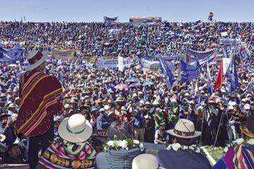 Morales se proclama en Orinoca y acusa a EEUU