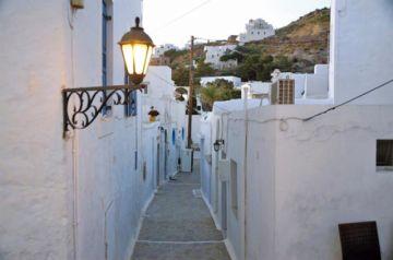 Milos, la isla griega que baja la Luna a los turistas