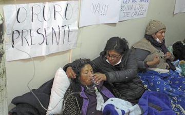 Pacientes con cáncer mantienen huelga de hambre en La Paz