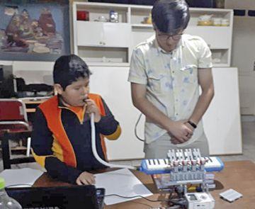El niño Diego Condori alista maletas para irse a la NASA
